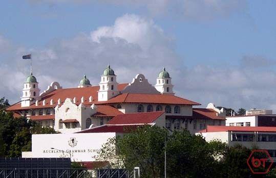 [학비] NZD $22,000 Auckland Grammar 남자 중고등학교는 역사와 전통을 자랑하는 명문 학교입니다. 엘리트 뉴질랜드 장학생 배출 Top 2 학교이며, 2016년도에 168명이 장학금을 수상했습니다. • A-Level 캠브리지 시험 100% 이수율 • 지난 17년간 대학 입학률 90% 이상 • 매년국제수학, 영어, 과학경시대회에서 상위1% 성적유지 (예: American Classical League and Australian Mathematics, Sc