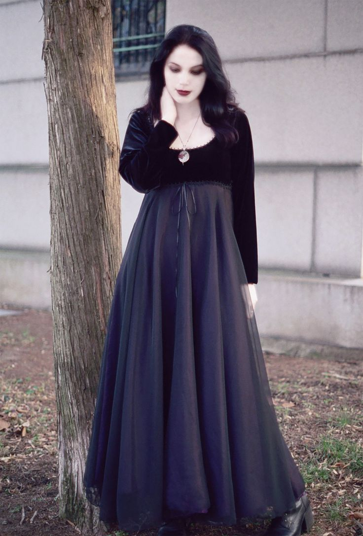 Coriandre romantic gothic wedding dress rose mortem