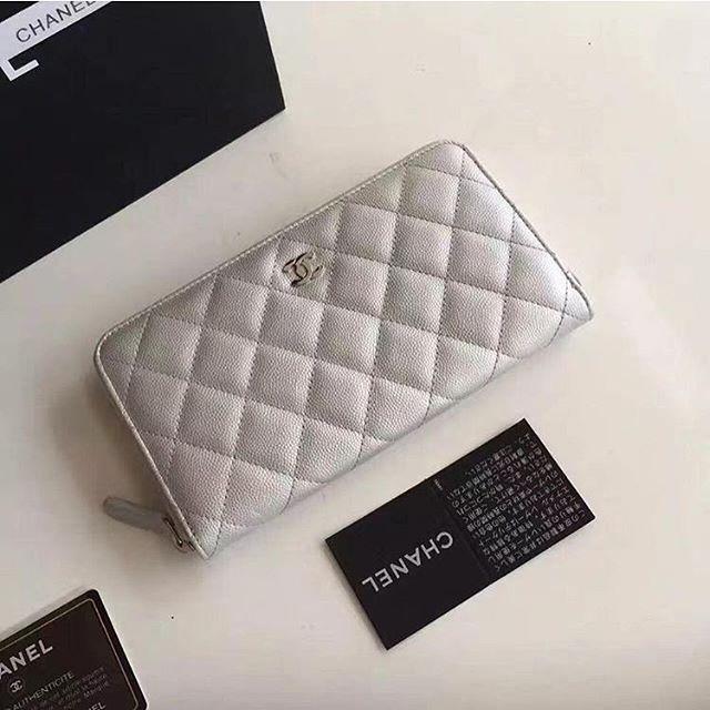 【bestandfashion】さんのInstagramをピンしています。 《LINE ID: aimee.319 DMよりラインの方が早いです。 2つ以上の購入は追加割引可能。 基本付き品:1。財布 : 専用箱、専用袋、Gカード、該当ブランドのショッパー 2。バッグ : 専用袋、Gカード、該当ブランドのショッパー #chanel#シャネル#パロディ#ルブタン#dior#ルイヴィトン#夏#雨#ラブ#グッチ#サンダル#靴#スニーカー#コピー品#バーキン#エルメス#サンローラン#セリーヌ#ラゲージ#クロムハーツ#バレンシアガ#東京#j12#大阪#カルティエ#ロレックス#時計#旅行#海#chanel》