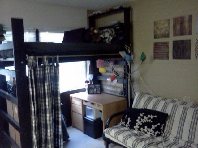 Dorm room decor  Loft with curtain for decoration and privacy. Best 25  Guy dorm ideas on Pinterest   Guys college dorms  Guy
