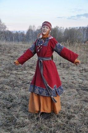 Costume of Chernigov voevoda boyarinya Yarina Lyubimovna.  Seen in museum display before. Navershnik over rubakha, headcovering.  Nice work.