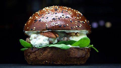 Nový Gorgonzola Burger v Cafe Palanda