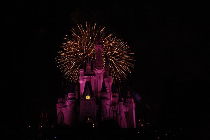 Castelo do Magic Kingdom durante o Wishes
