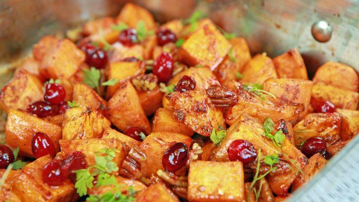 Krydderstekte søtpoteter Søtpoteter er perfekt som tilbehør til kalkun og andre stekte kjøttretter. Lise Finckenhagen lager dem med smak av sitrus og krydder.