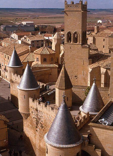 Imagen, Castillo de Olite, Navarra, Spaña Para ampliar la información de castillos medievales visita también nuestro artículo del blog de www.solerplanet.com