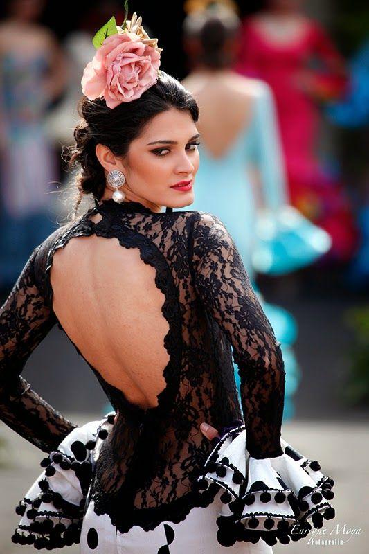 ¡Que espalda! Lovely back. Rosa Rojo. Andújar Flamenca 2014