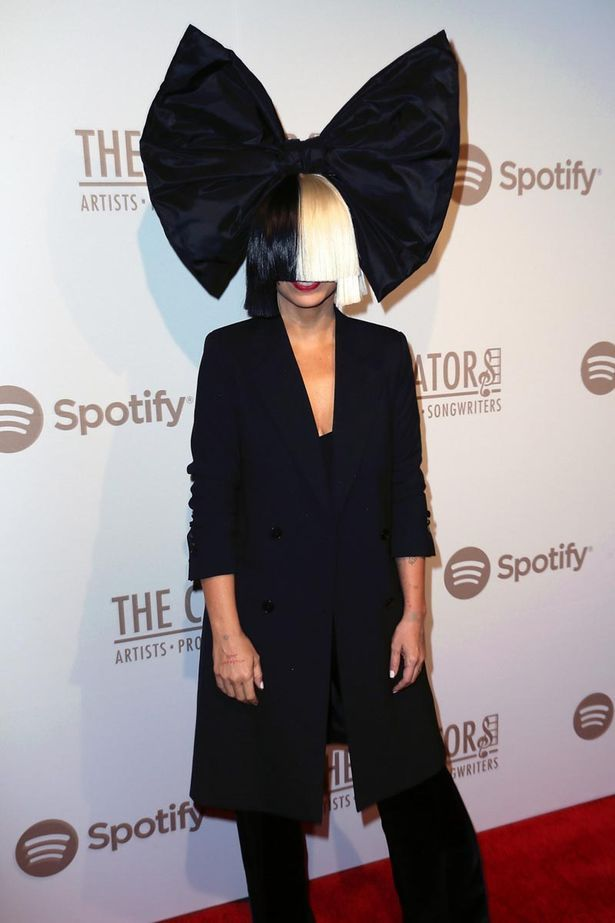 While Sia dropped the wig inside the party, it was a different matter altogether on the red carpet