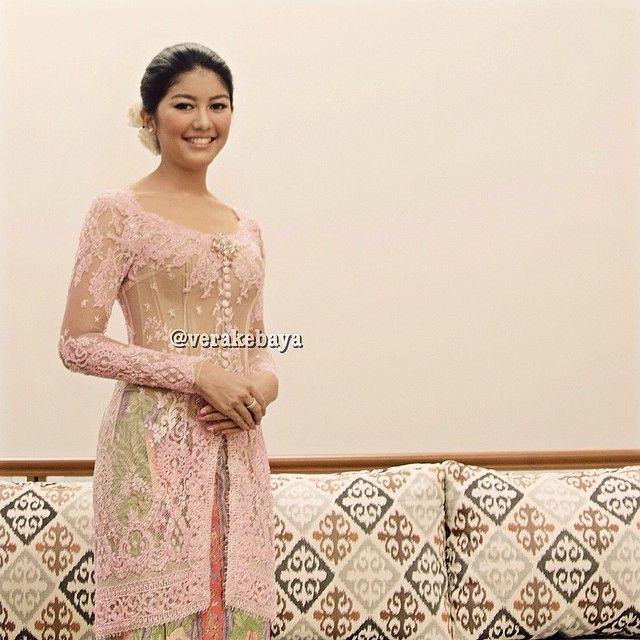 Deasy... #lamaran #engagement #kebaya #lace #beads #batik #verakebaya