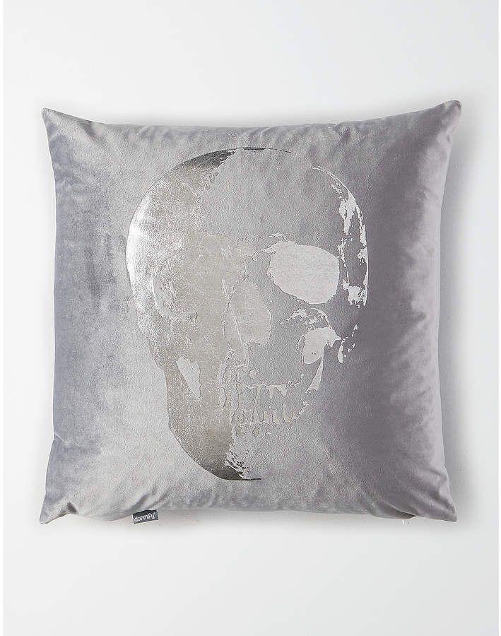 Velvet Metallic Skull Pillow Soft Velvet Throw Pillow With Metallic Skull Print Velvetpillows Metall Skull Pillow Skull Throw Pillows Metallic Throw Pillow