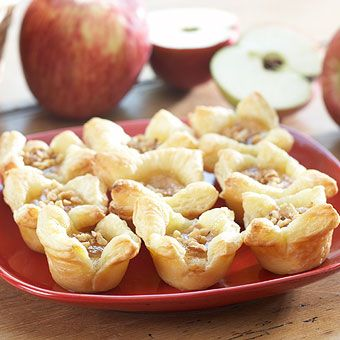 Cinnamon Apple Cheesecakes in Puff PastryGift Baskets, Desserts Cake, Food Gift, Apples Cheesecake, Apples Cinnamon Puff Pastries, Cinnamon Apples, Cupcakes Rosa-Choqu, Teas Parties, Specialty Food