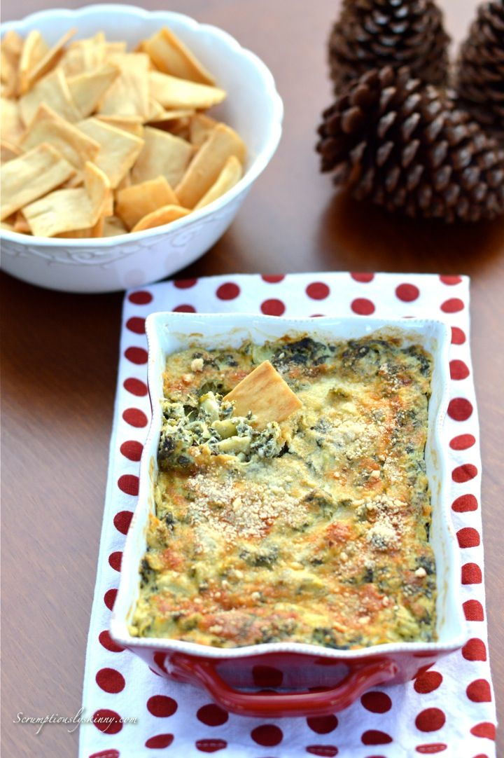 Skinny Spinach Artichoke Dip - A go-to healthy appetizer/snack! #vegetarian #lowfat