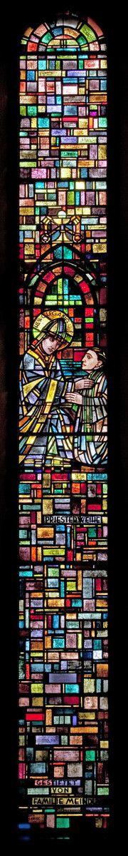 Priesterweihe: Wolfgang weiht einen Priester | Entwurf: Josef Eberz, Vereinigte Werkstätten für Mosaik und Glasmalerei, München-Solln | Bildindex der Kunst & Architektur