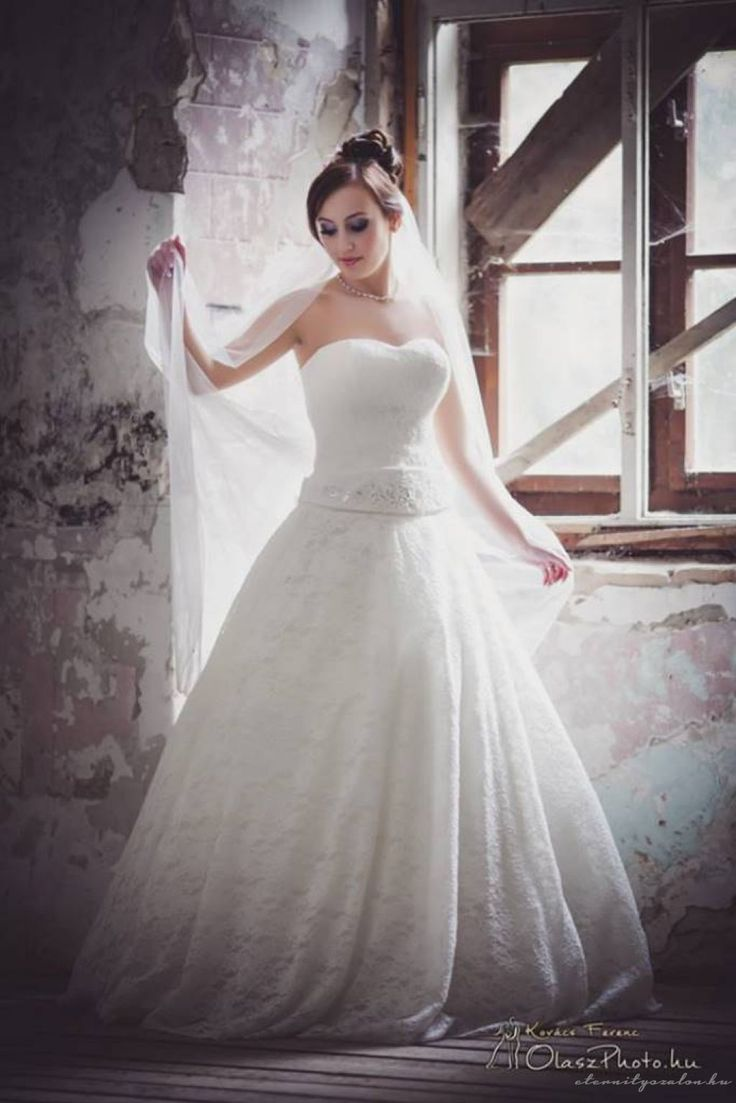 Villő menyasszonyi ruha