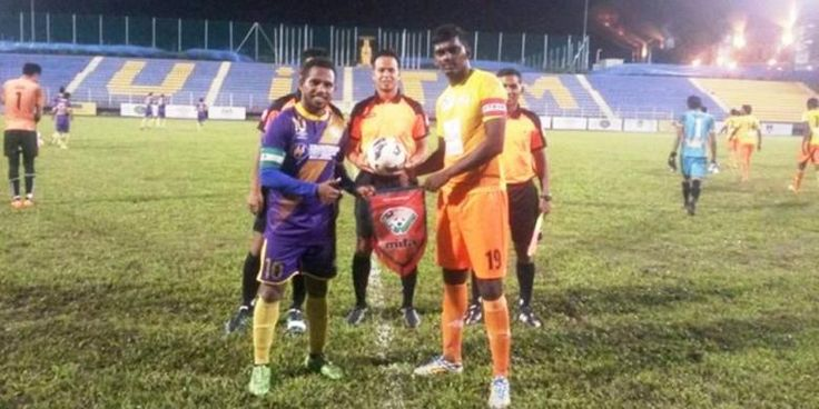 "Winger asal Papua, Oktovianus Maniani, nyata-nyatanya belum resmi bergabung bersama UiTM FC. Okto cuma menjalani uji mencoba dengan tim Malaysia Premier League tersebut. ""Okto belum resmi bergabung. Dirinya masihlah trial,"" kata perwakilan club yg dihubungi KOMPAS.com via online, Rabu (9/12/2015). Perwakilan club tersebut menuturkan bahwa Okto bersama sukarela datang ke Malaysia buat menjalani uji cobalah"