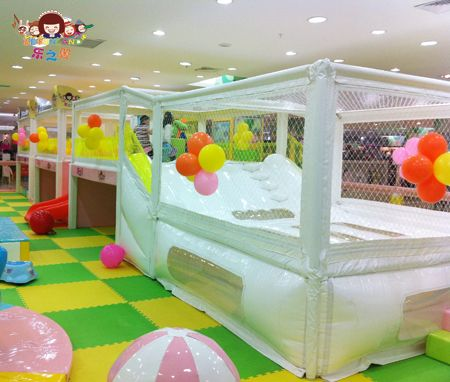 Inflatable bouncer-Snow Heaven-indoor toddler trampolines. http://www.lefunland.com/indoor-toddler-trampolines/