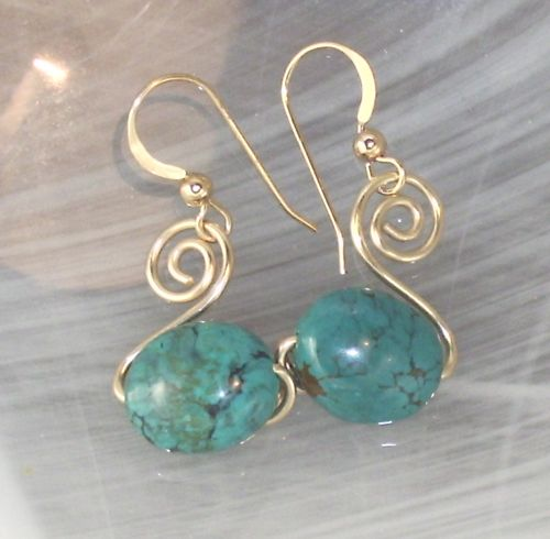 How to Create Your Own Spiral Earrings. Birdstone Bead Studio in #ExcelsiorMinnesota has all the materials you need for this project. #HandmadeJewelry #BirdstoneBeadStudio