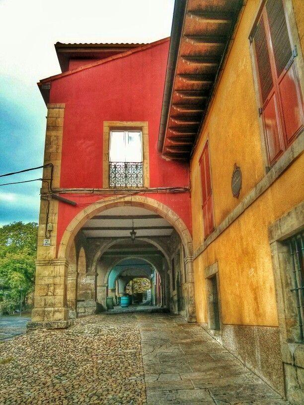 Soportales en la ciudad de #Aviles. #EuropeosViajeros #España #Spain #Europe #Europa #Travel #Viaje #Turismo #Tourism #Asturias #street