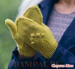 """Жёлтые вязаные варежки отличаются необычным выполнением клина большого пальца.  Описание вязания варежек от дизайнера Linda Dubec переведено из журнала """"Pompom"""".  Размеры:  1 (2)"""