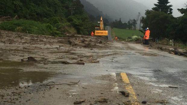 Slip caused by heavy West Coast rain is cleared at Barrytown allowing traffic to use one lane.
