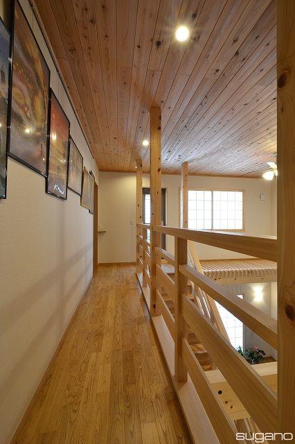 壁一面にピクチャーレールを取付、廊下が展示コーナーに!#和風住宅 #廊下 #木造住宅 #ピクチャーレール #家 #新築住宅 #内観 #木製手摺 #化粧柱 #設計事務所 #菅野企画設計