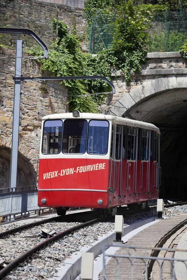 Le funiculaire de Lyon représente l'ensemble des chemins de fer à traction funiculaire ayant existé sur le territoire de la ville de Lyon : du fait de sa topographie tourmentée, la ville posséda jusqu'à cinq funiculaires, reliant les bas quartiers à ceux des collines de Fourvière et de la Croix-Rousse. Une manière de découvrir la ville de Lyon en prenant un peu de hauteur.