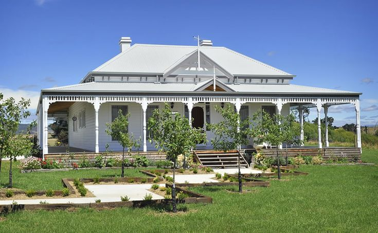 Gabled victorian traditional upper beaconsfield vic for Pavilion style home designs