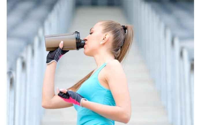 Come utilizzare i pasti sostitutivi per perdere peso Gli shakes sostitutivi del pasto sono dei frullati da bere che contengono un numero sufficiente di v pasto sostitutivo shake proteici