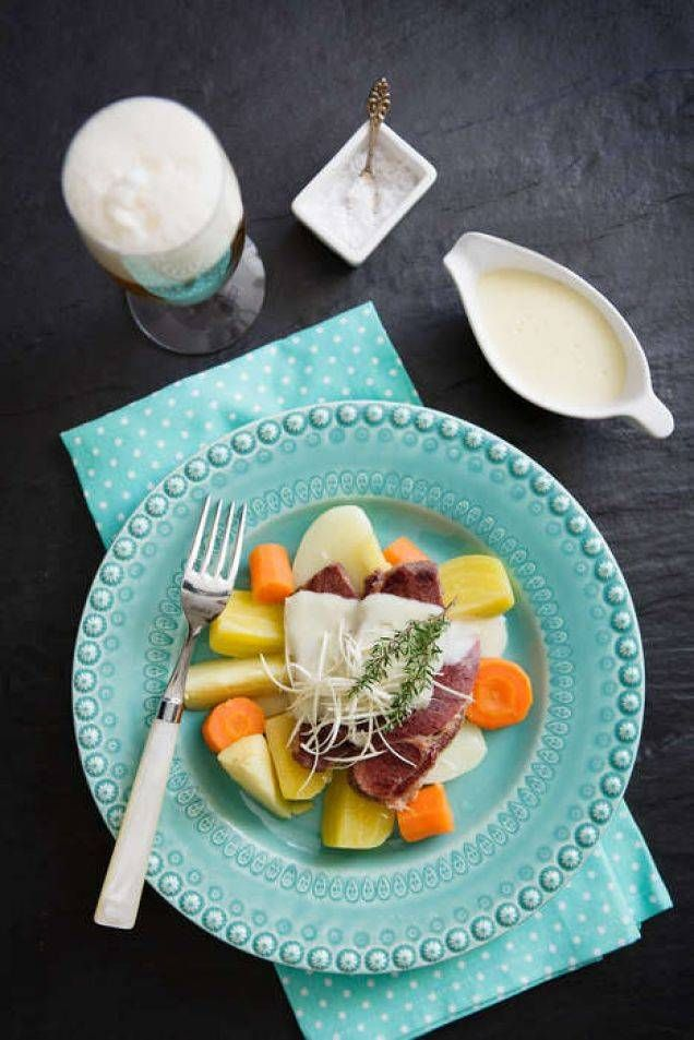 Rimmad oxbringa med pepparrot. Servera gärna med buljongkokta rotfrukter och potatis