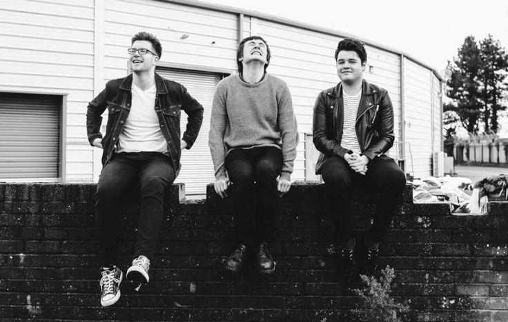 +++Touts - Sold Out+++ Punk rock melodico, filone nord-irlandese: ruvido come la carta vetrata, ma al tempo stesso deliziosamente melodico. Garantisce John Peel (fidatevi...). http://hvsr.net/a/20170413-1207173