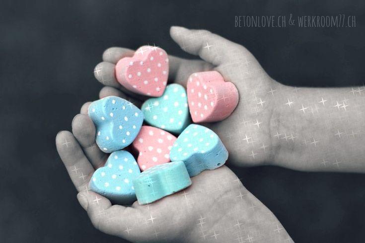 für den heutigen tag, schenke ich euch eine handvoll herzlichkeit. möge es eine volle ladung liebe regnen :) und herzliche begegnungen eure...