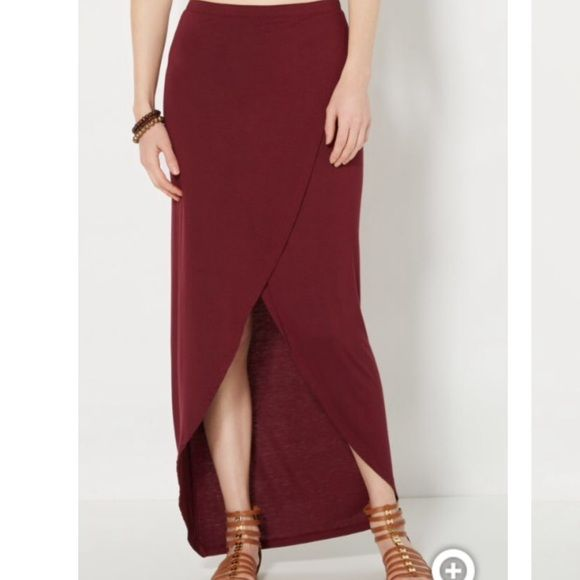 Burgundy Maxi Skirt Brand new! Never worn! Size medium! Skirts Maxi