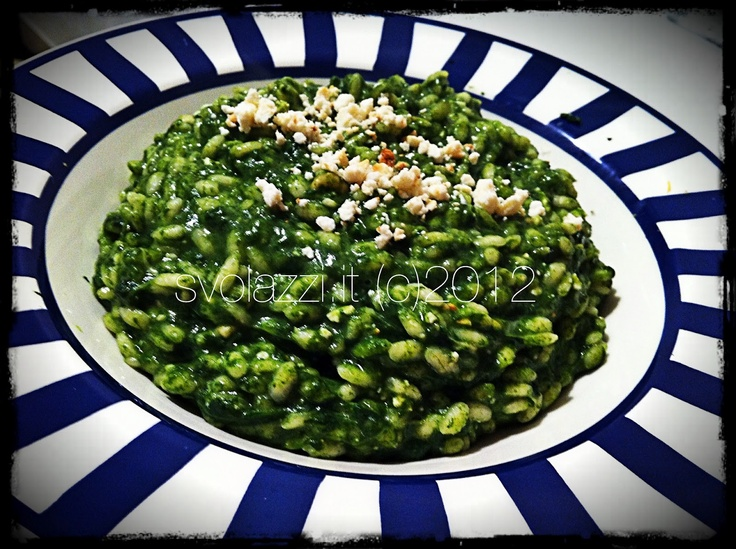 I had not ever done before, to be honest I did not know if I liked the idea much and even when I told my mom the menu for the evening, she also turned their noses .... but we wanted to try and so I have been able to think again! The risotto with spinach is good!!  http://www.svolazzi.it/2012/04/risotto-spinaci-scamorza-e-ricotta.html