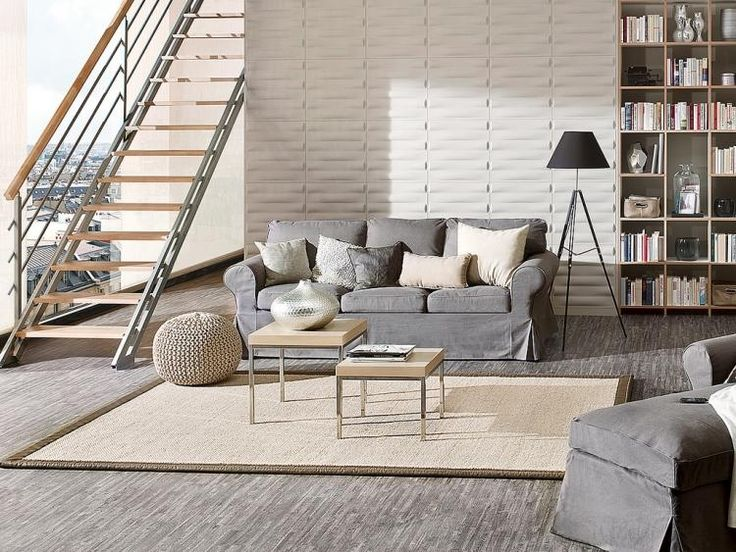 panneau-mural-3d-gris-clair-canapé-revêtement-sol-grisâtre-tapis-coussins-beige.jpg (750×563)