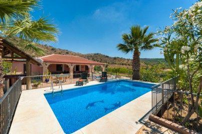17 beste idee n over kust woonkamers op pinterest pastel verfkleuren strandhuis inrichting en - Deco terras zwembad ...