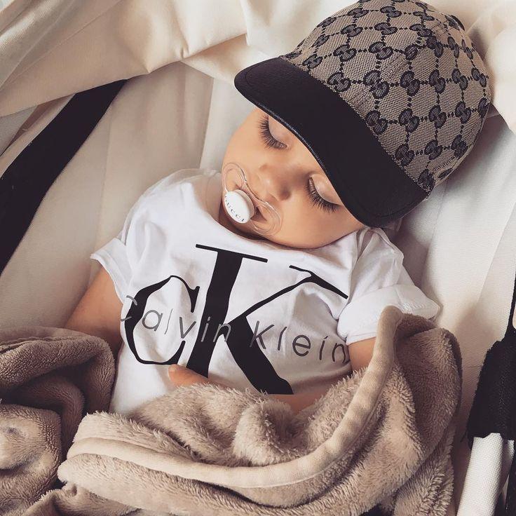 Benjamin – 22 mois ❤️ Adorable petit garçon qui vit une vie de luxe et une bonne sieste …   – Лайки на Pinterest