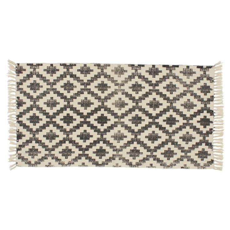 Vloerkleed met donkergrijze etnische print. Slijtvast, ademend en makkelijk in onderhoud. 120x60 cm (lxb). #vloerkleed #kwantum