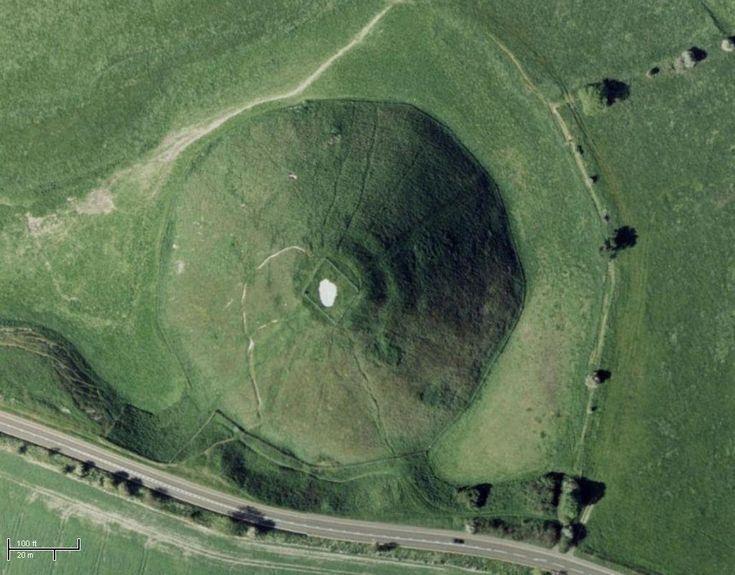Silbury Hill (Wiltshire, Dél-Anglia) vagyis Silbury-i domb egy 40 m magas mesterséges mészkődomb.Ez a régészeti emlékmű az Avebury-közeli neolotikus, vagyis újkori komplexum egyik tagja. Silbury Hill a legmagasabb európai mesterséges prehisztorikus, történelem előtti, vagyis őskori domb, amit a világon a legnagyobbak közé sorolnak. Hogy a dombot pontosan mi célból építették, az még ma is vita tárgya, de az nyilvánvaló, hogy nem temetkezésre szolgált.