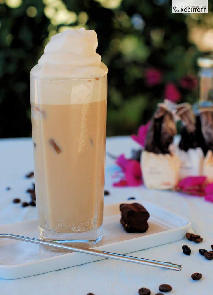 Habt ihr schon mal was von Coffee Milk gehört? Ja richtig gelesen, Kaffeemilch und nicht Milchkaffee. Erfunden haben es wieder mal die Amis. In den 1920er und -30er Jahren stand das Getränk in New England auf jede Diner-Karte. Coffee Milk ist nichts anderes als Milch mit Kaffeesirup gemischt.