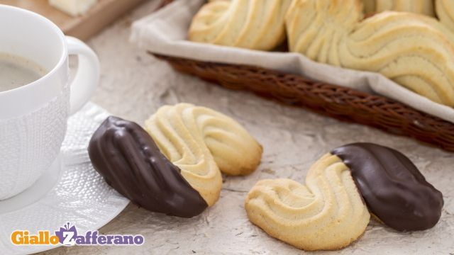 i nostri #BISCOTTI ESSE sono dei friabili assaggi di pasta #frolla montata, da sagomare con la sac-à-poche. Qui la #ricetta: http://ricette.giallozafferano.it/Biscotti-esse.html #GialloZafferano #biscuits #merenda