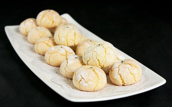 Amaretti (Italian almond macaroons) recipe. Had these in Rome...Amazing.