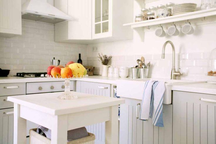 Een nieuwe keuken is een hele uitgave, maar ook hele opgave. Je moet een keuken met bijbehorende apparatuur uitkiezen. Om maar niet te denken aan de hoeveelheid stijlen en kleuren er zijn. Bovendien kies je niet zomaar een keuken uit. Je betaalt er flink bedrag voor en je zult heel wat jaren met...