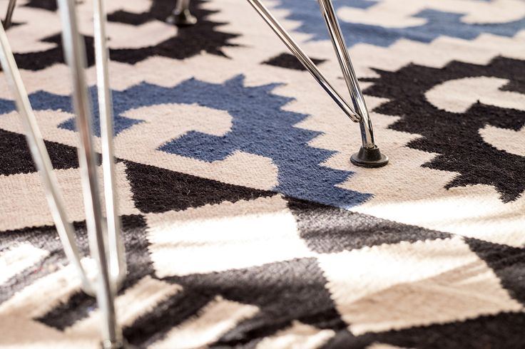 Las alfombras tipo kilim, siempre estarán de moda. Elige la que tengas los colores mas óptimos para tu salón, dormitorio o pasillo. #tendencia #decoracion #lacasademiamiga
