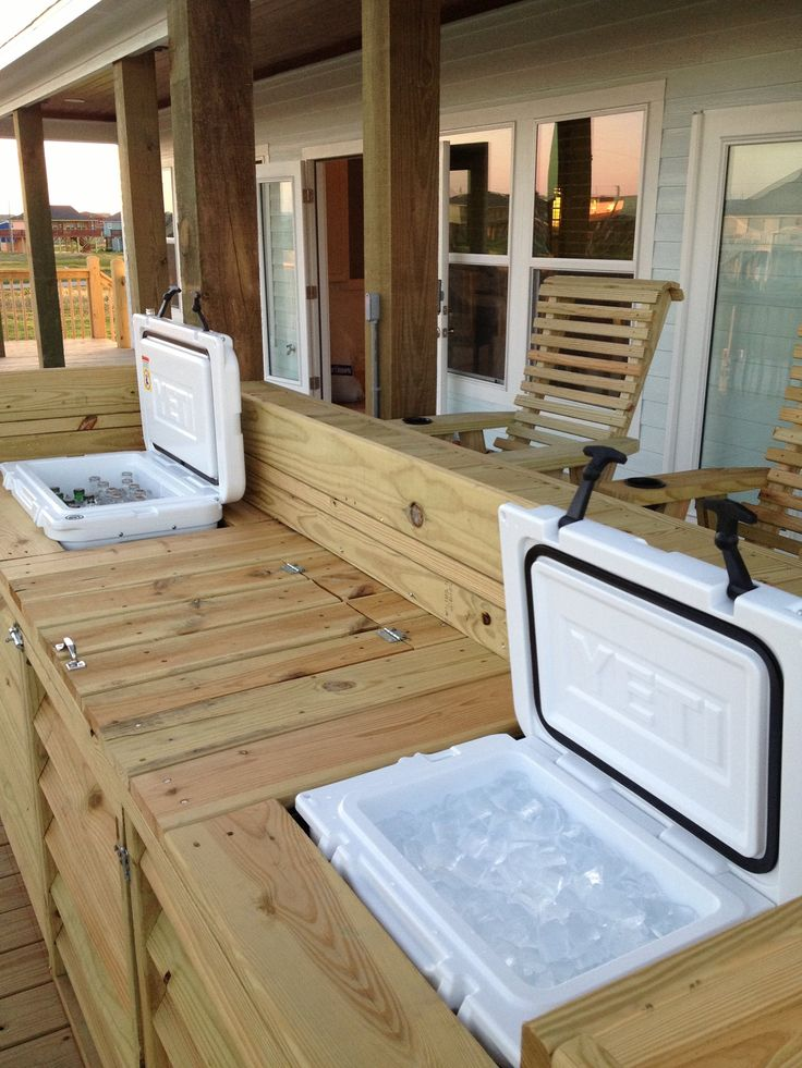 Now that's a bar! Built in Tundra 45 for drinks and Roadie 20 for ice. #yeti #cooler #backporch