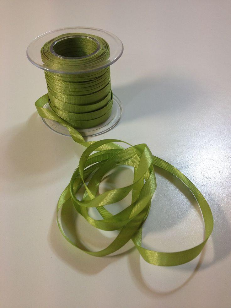 Cinta de Seda, de 7 mm, en varios colores. Precio muy tentador, 2 metros a 1 € en nuestra tienda online www.telasytentaciones.com