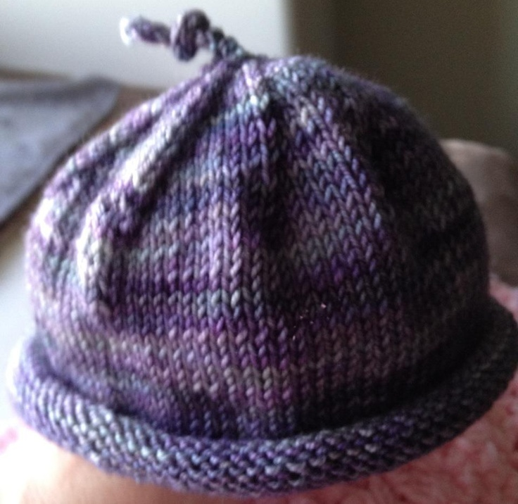 Super easy umbilical cord hat knit for my mother's friend who is having a baby this summer (amybamy on Ravelry)