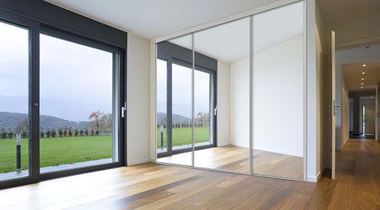 Porte de placard alu et toile tendue, bois, verre ou miroir.