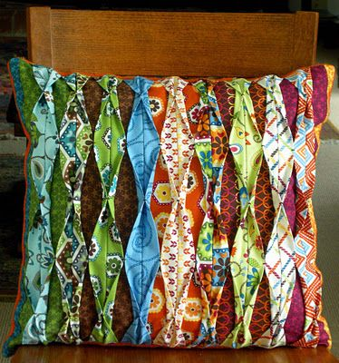 cushion: Sewing Projects, Betz White, Pleated Pillows, Fabrics Manipulation, Pillows Ideas, Fabrics Scrap, Cushions, Fat Quarter, Crafts