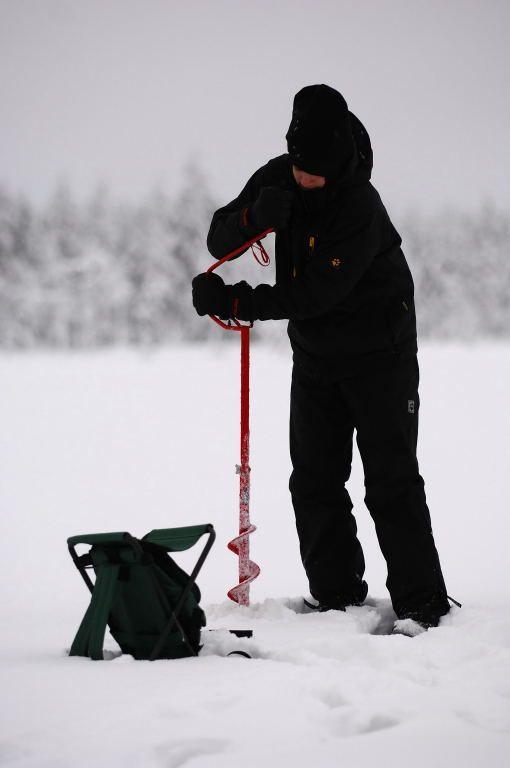 hirvipirtit lapland cabins, Taivalkoski Finland, icefishing on lake Koivujärvi