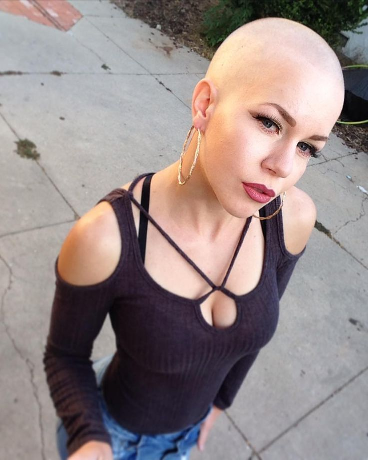 """255 To se mi líbí, 44 komentářů – Sara S (@badgalsara) na Instagramu: """"Who misses this bald head?Well next month is gonna be special for bald lovers..  I need to razor…"""""""