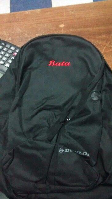 Mochila marca Dunlop con logo Bata bordado.
